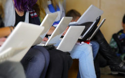 Meisjes met laptop Royalty-vrije Stock Foto