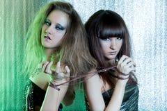 Meisjes met metaalbelemmeringen Stock Fotografie