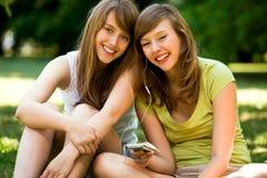 Meisjes met mp3 speler Stock Foto