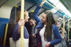 Meisjes in metro royalty-vrije stock fotografie