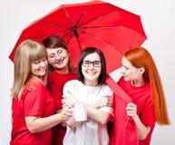 Meisjes onder de paraplu Stock Fotografie