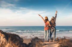 Meisjes op het strand Stock Afbeelding