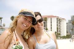 Meisjes op het strand Stock Afbeeldingen