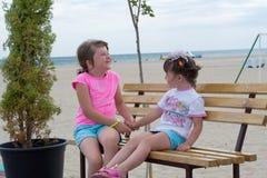 Meisjes op het strand Royalty-vrije Stock Afbeeldingen