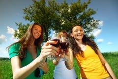 Meisjes op picknick Royalty-vrije Stock Foto's