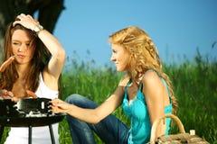Meisjes op picknick Royalty-vrije Stock Fotografie