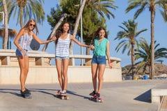 Meisjes op vakantie in Magalluf Mallorca stock afbeelding