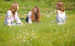 Meisjes in Traditionele Kleding Stock Foto's