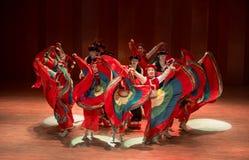 Meisjes 4 van het Yikostuum de volksdans van Axi sprong-Yi van het dansdrama stock foto
