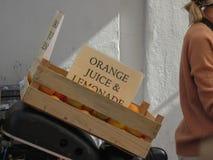 Meisjes verkopende limonade in Kopenhagen royalty-vrije stock foto's