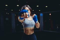 Meisjesatleet Boxing MMA stock fotografie