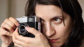 Meisjesfoto het Schieten stock footage