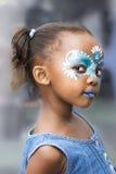 Meisjesgezicht het schilderen royalty-vrije stock afbeelding