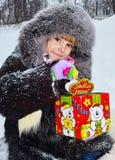 Meisjeshoed in de straat, de winter en zeer sneeuw royalty-vrije stock foto's