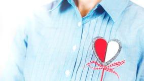 Meisjesholding bewerkt hart royalty-vrije stock foto's