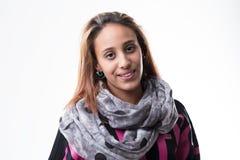 Meisjesportret op warme eigentijdse kleding stock foto's