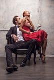 Meisjeszitting op zijn knieën Royalty-vrije Stock Foto's