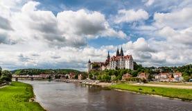 Meissen slott- och Elbe River panorama royaltyfri fotografi