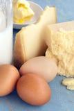 Mejeriprodukter mjölkar ostägg och smör fotografering för bildbyråer