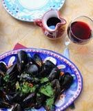 Mejillones en el estilo de la costa de Amalfi foto de archivo libre de regalías