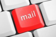 Mejl för röd knapp för tangentborddator Fotografering för Bildbyråer