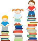 Mejora de la lectura del niño Foto de archivo