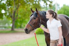 Mejores amigos Adolescente joven así como su caballo Imagenes de archivo
