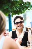 Mejores amigos en un café Imagen de archivo libre de regalías