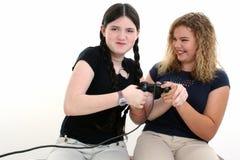 Mejores amigos que juegan a los juegos video juntos Imagen de archivo libre de regalías