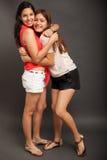 Mejores amigos que se abrazan Imagen de archivo