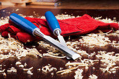 mejslar wood röda shavings för handskar Royaltyfri Fotografi