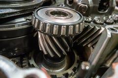 Mekaniker för garage för seminarium för automatisk reparation för reparation för bilkugghjulask arkivbilder