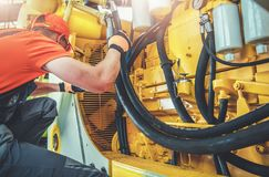 Mekaniker Repair Bulldozer arkivfoton