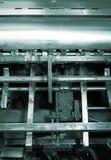 Mekanisk del av en gammal motor med smutsiga detaljer Fotografering för Bildbyråer
