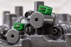 Mekanisk del med metalldelar och hydrauliska ventiler arkivbilder
