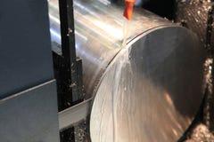 Mekanisk såg för bitande metall arkivfoton
