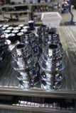 Mekaniska kugghjul i metall i lagerhus Arkivbild