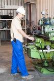 Mekaniskt arbete på den industriella fabriken royaltyfri fotografi