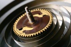 mekaniskt klockakugghjul arkivbild