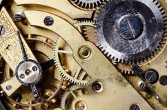 Mekanismen av en gammal klocka Arkivfoton