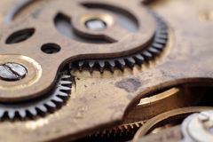 Mekanismen av en gammal klocka Arkivbilder