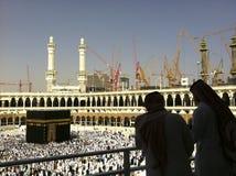 Mekka-FEB.26: Silhouet van niet geïdentificeerde Arabieren & bouwcra Royalty-vrije Stock Foto's