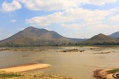 Mekong ποταμός και νεφελώδης ουρανός Στοκ Εικόνες