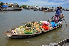 Mekong delta som svävar marknaden, Vietnam Royaltyfria Foton