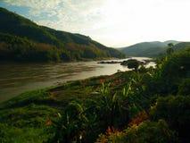 Mekong River bank, Pakbeng, Laos Royaltyfri Fotografi