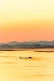 Mekong River i aftonen Fotografering för Bildbyråer