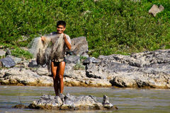 Um pescador no Mekong River, Laos Fotos de Stock