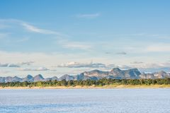 Mekong River och bluesky bakgrund, Nakhon Phanom, Thailand arkivbild