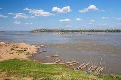 Mekong River på den Keang kaen Bao, Mukdahan, Thailand royaltyfri fotografi