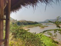 Mekong River sikt på den lokala restaurangen, Luangprabang, Laos Arkivfoto